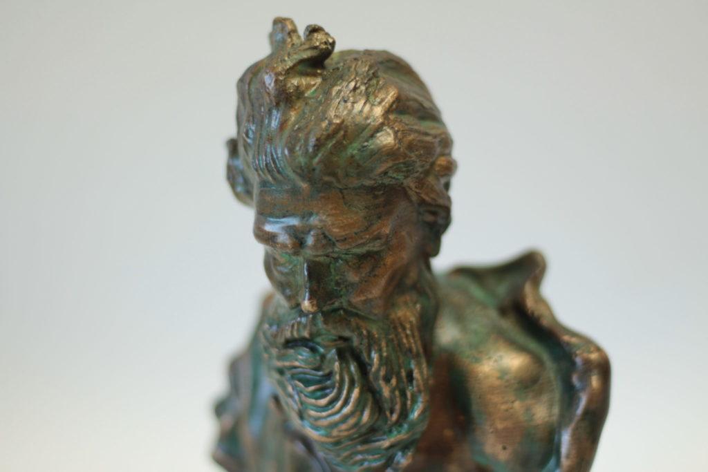 Bronzová soška - zelená patina