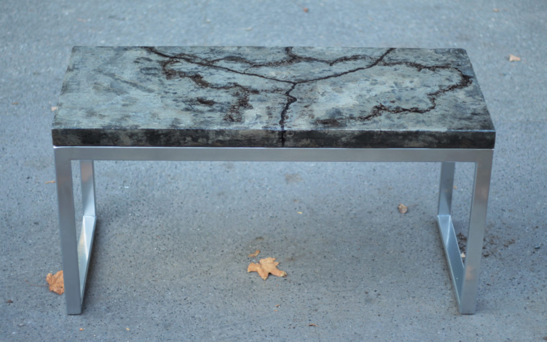 Custom tables: Concrete table with resin