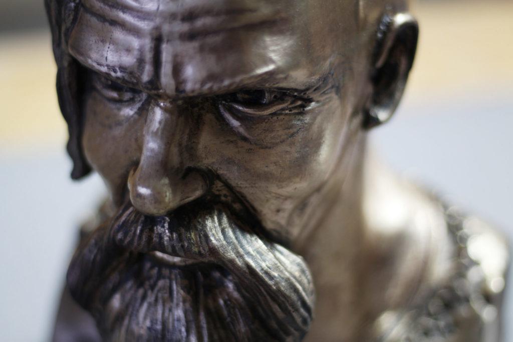 Výroba bronzové busty