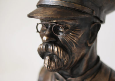 Bronzová busta Masaryk