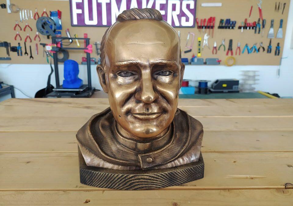 Bronzová busta na zakázku: Reverend