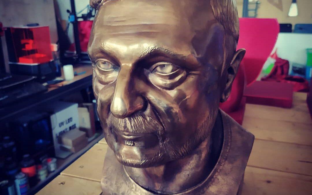 Bronzová busta na základě fotek klienta